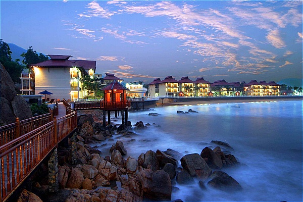 combo-quy-nhon-3n2d-royal-hotel-healthcare-resort-ve-may-bay-583d54b5bfaca_001
