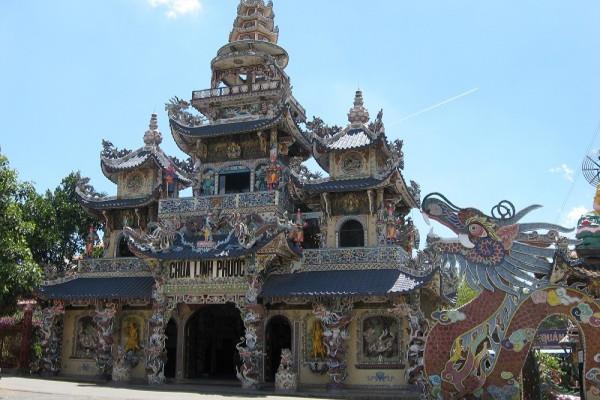 Những ngôi chùa nổi tiếng vừa đẹp vừa linh thiêng nhất tại Đà Lạt