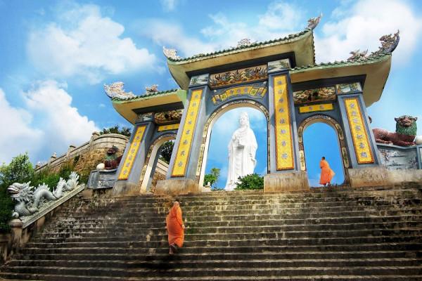 """Du xuân đầu năm """"cầu được ước thấy"""" tại những ngôi chùa linh thiêng nhất Đà Nẵng"""