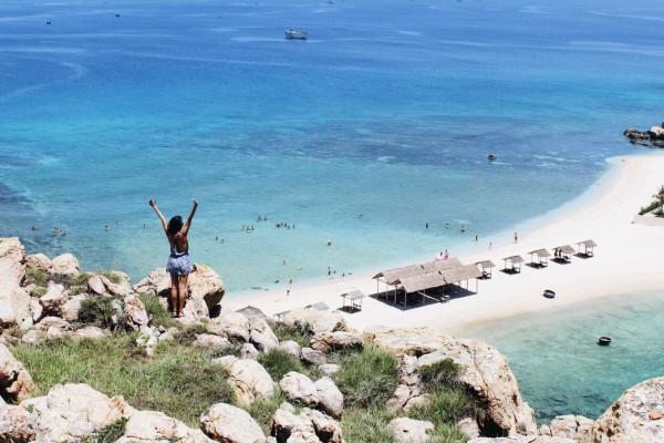 Du lịch đảo Yến Hòn Nội Nha Trang - Vẻ đẹp hoang sơ của bãi tắm đôi duy nhất tại Việt Nam