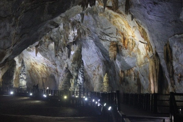 Động Mê Cung – điểm du lịch hút khách ở Vịnh Hạ Long