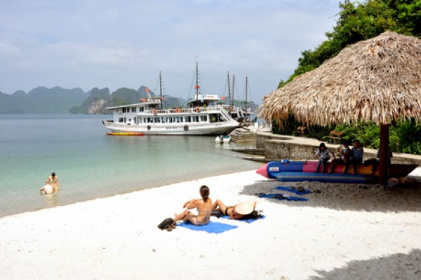 Đảo Soi Sim – điểm đến hoang sơ hấp dẫn khách du lịch tại Vịnh Hạ Long