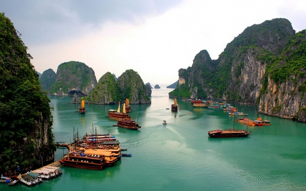 Halong-Bay-Image-Source-Crossing-Travel