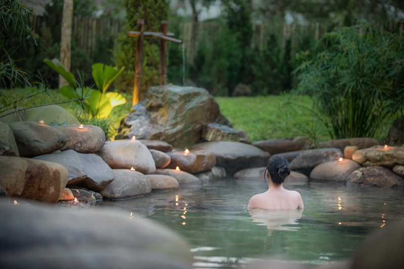 Outdoor-onsen-alba-wellness-resort-by-fusion