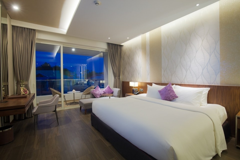 Resort-Classic-City-View-King-Bed